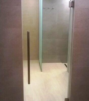 Двері в душ